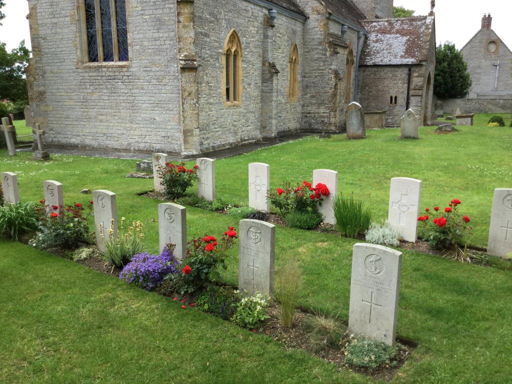 YEOVILTON (ST. BARTHOLOMEW) CHURCHYARD - CWGC