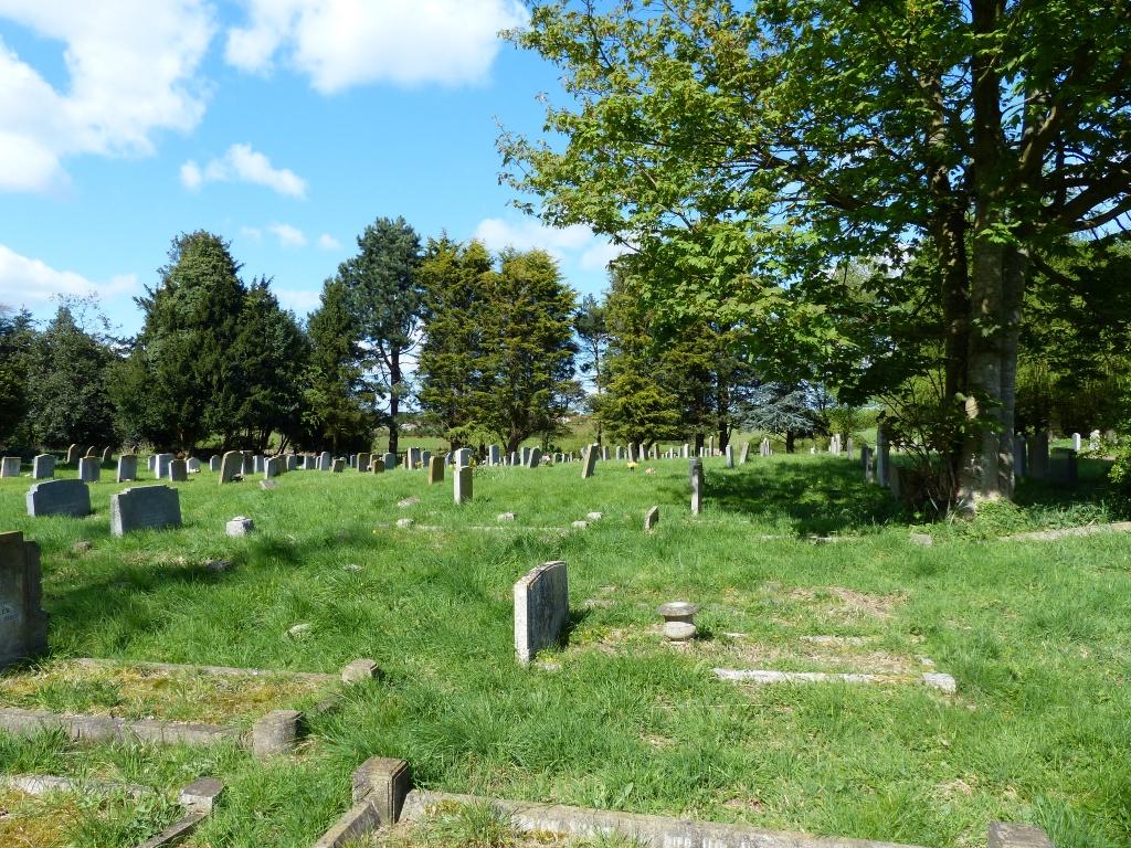 AMPTHILL (ST. ANDREW) CHURCHYARD - CWGC