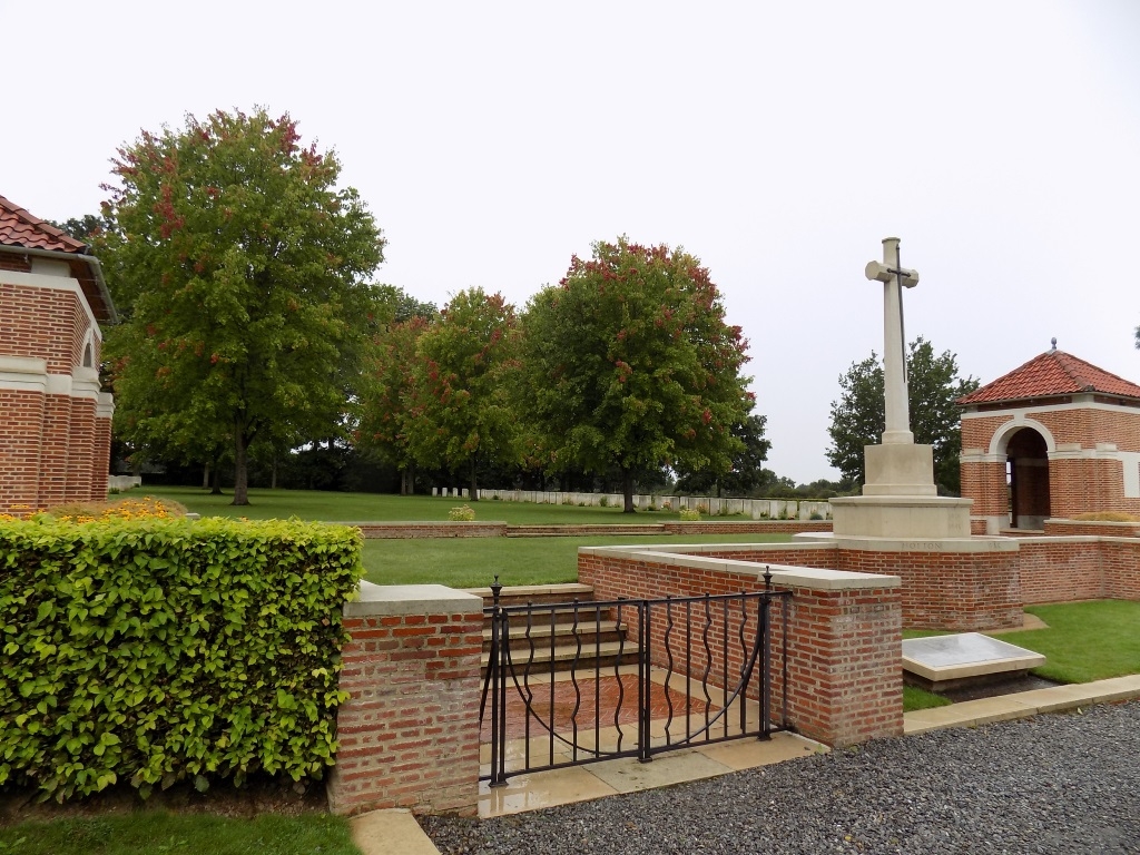 HOTTON WAR CEMETERY - CWGC