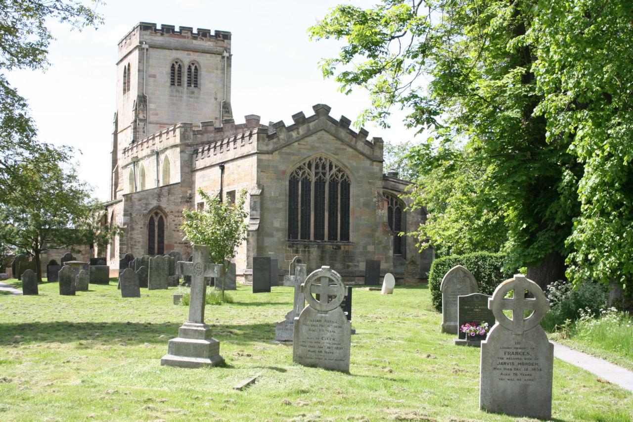 PLUMTREE (ST. MARY) CHURCHYARD - CWGC