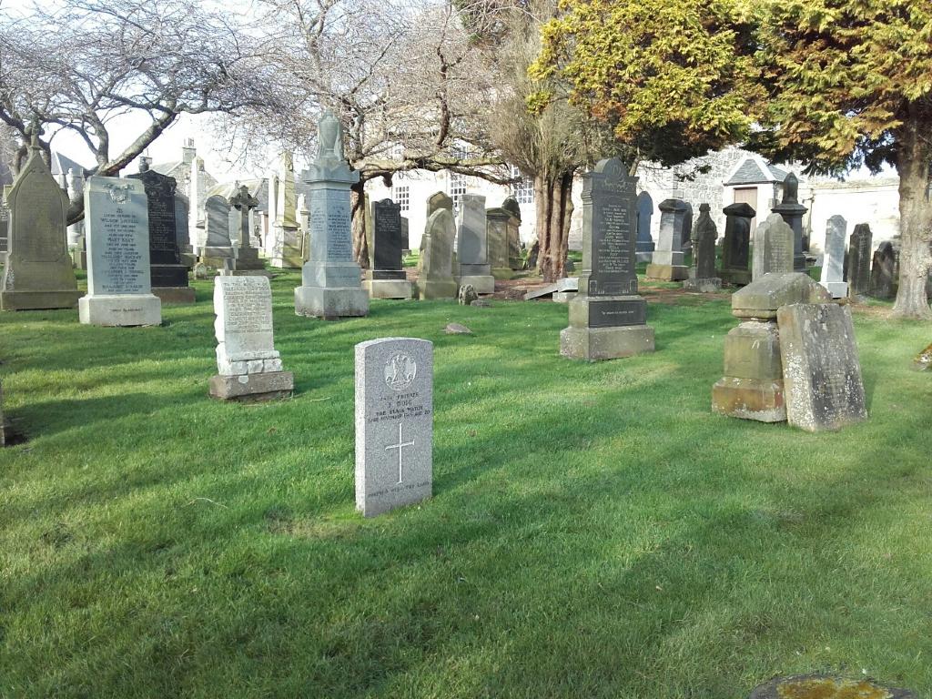 KILRENNY PARISH CHURCHYARD - CWGC
