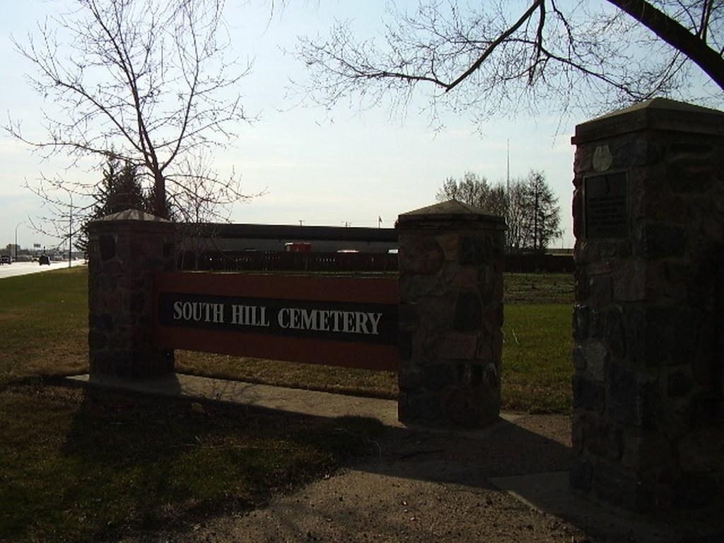 PRINCE ALBERT (SOUTH HILL) CEMETERY - CWGC