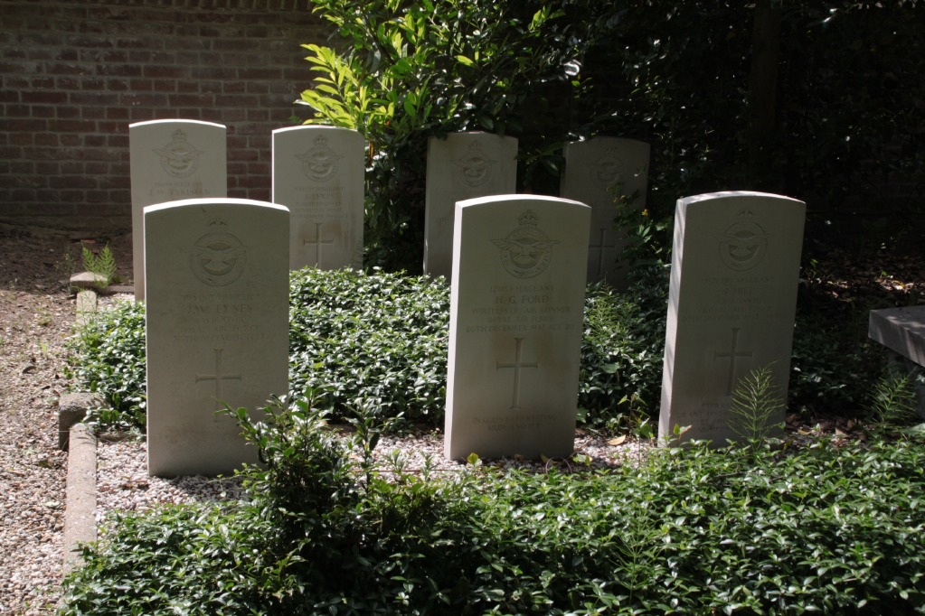 OOSTERHOUT PROTESTANT CEMETERY - CWGC