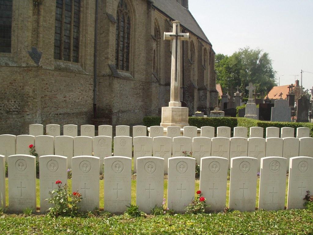 WEST CAPPEL CHURCHYARD - CWGC