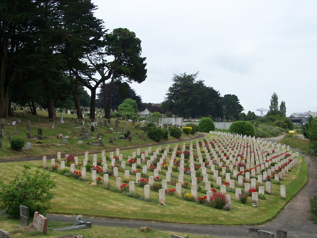 PLYMOUTH (WESTON MILL) CEMETERY - CWGC