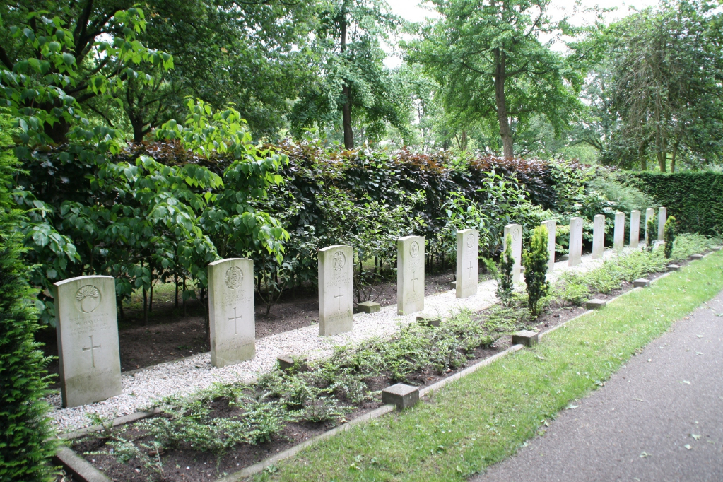 OLDENZAAL PROTESTANT CEMETERY - CWGC