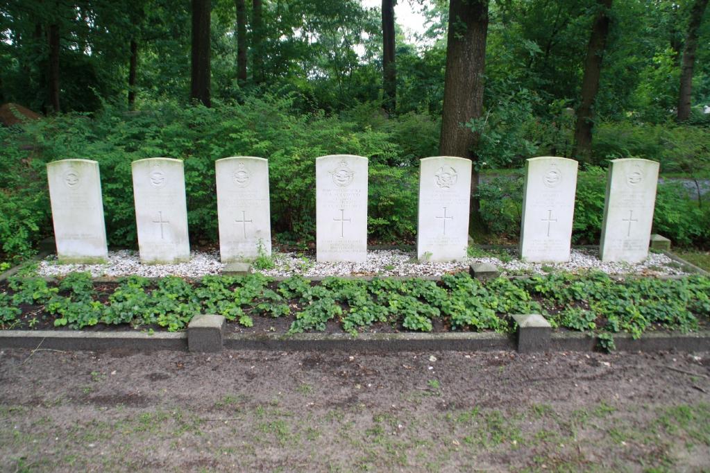 HOOGEVEEN (HOLLANDSCHEVELD) GENERAL CEMETERY - CWGC