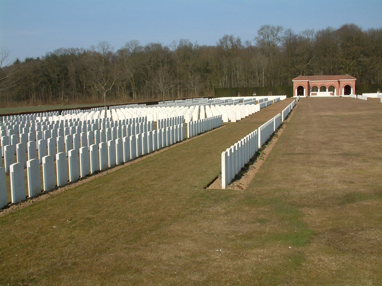 LONDON CEMETERY AND EXTENSION, LONGUEVAL - CWGC