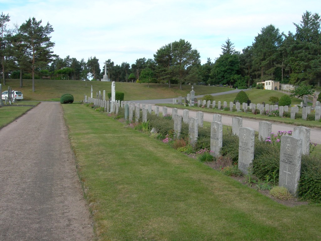LOSSIEMOUTH BURIAL GROUND - CWGC