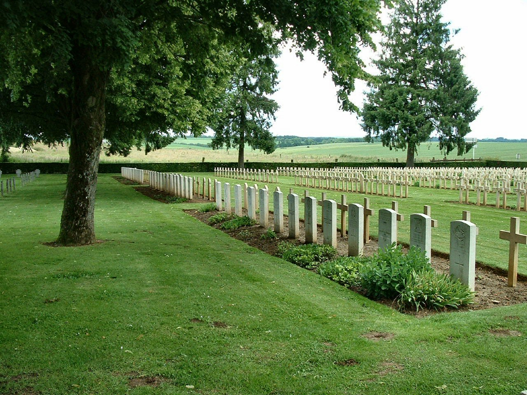 GUISE (LA DESOLATION) FRENCH NATIONAL CEMETERY, FLAVIGNY-LE-PETIT - CWGC