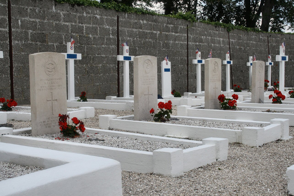 LE CROTOY COMMUNAL CEMETERY - CWGC