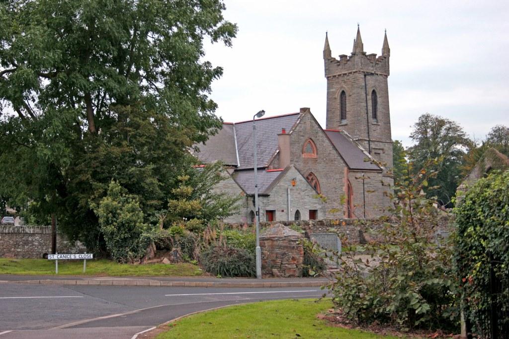 FAUGHANVALE (ST. CANICE) CHURCH OF IRELAND CHURCHYARD - CWGC