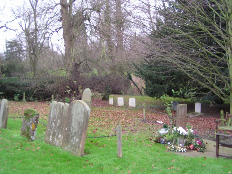 NORTH MYMMS (ST. MARY) CHURCHYARD AND EXTENSION - CWGC