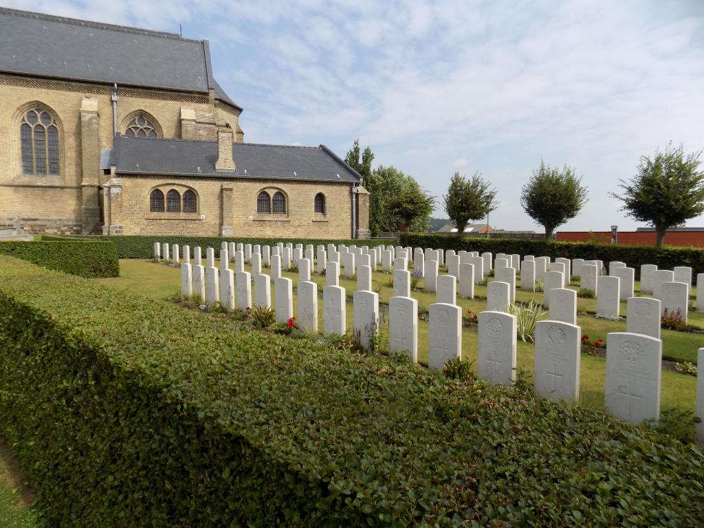 LOKER CHURCHYARD - CWGC