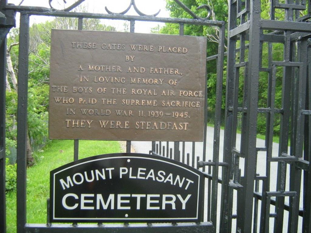 ST. JOHN'S (MOUNT PLEASANT) CEMETERY - CWGC