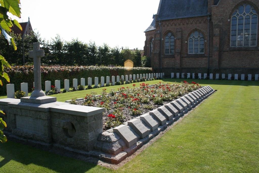 ZEEBRUGGE CHURCHYARD - CWGC