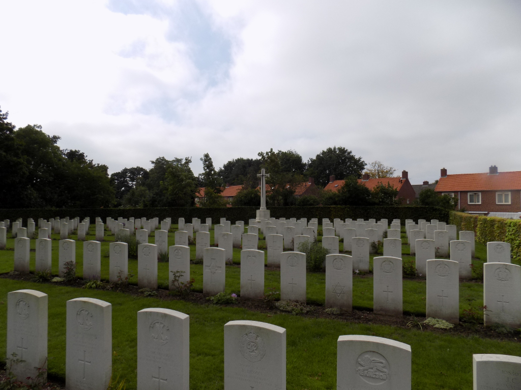 MILSBEEK WAR CEMETERY - CWGC