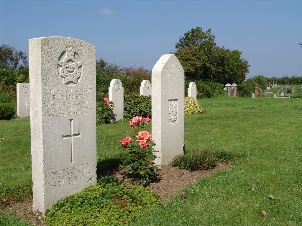 CAREW (ST. MARY) NEW CHURCHYARD - CWGC