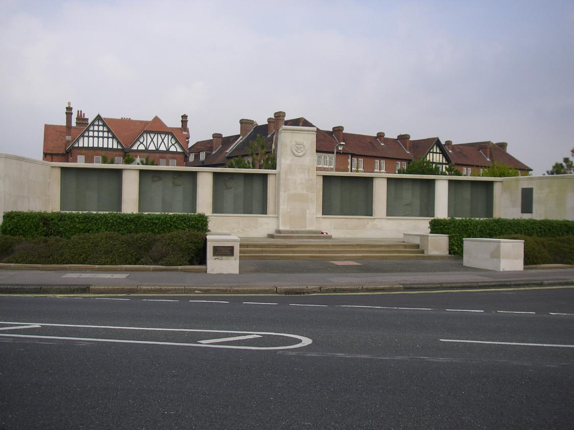 LEE-ON-SOLENT MEMORIAL - CWGC