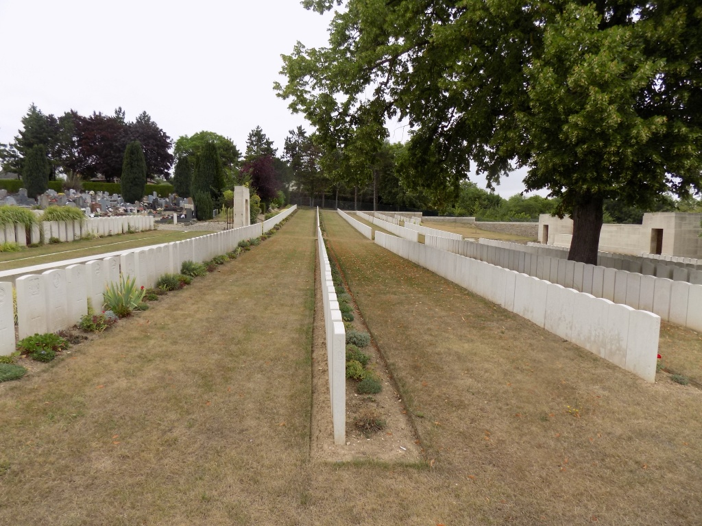 CORBIE COMMUNAL CEMETERY EXTENSION - CWGC