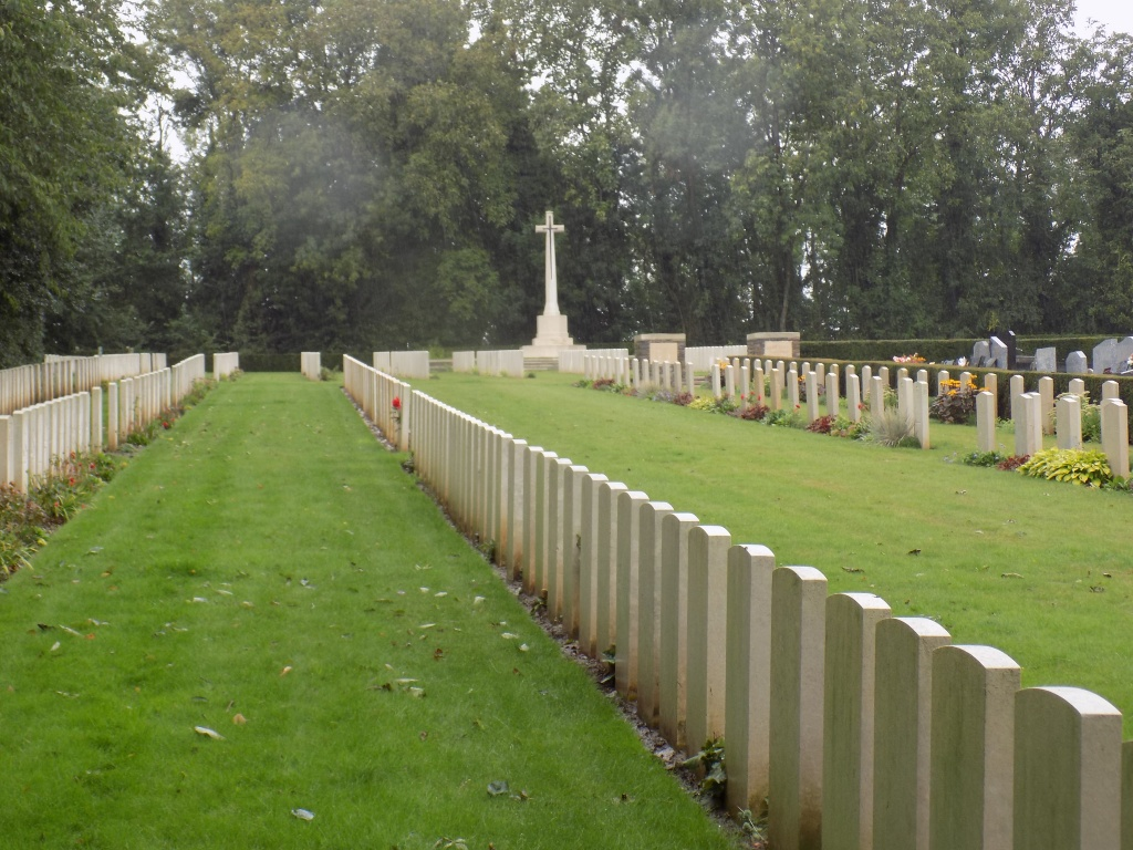 VILLERS-FAUCON COMMUNAL CEMETERY EXTENSION - CWGC
