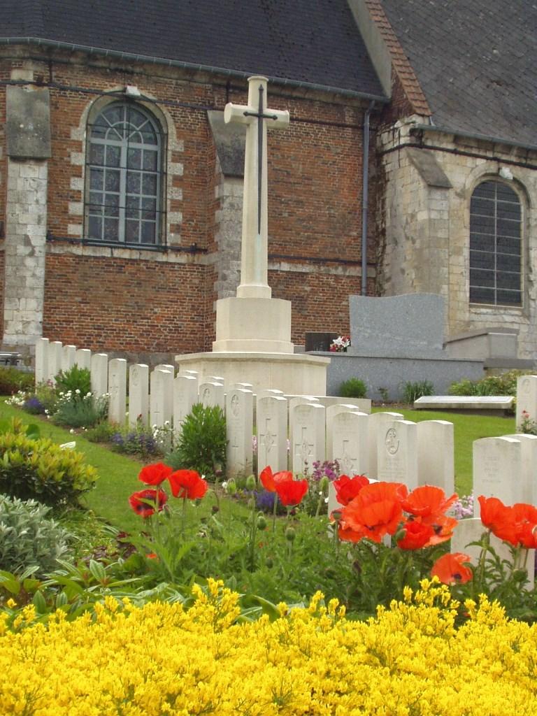 MONT-BERNANCHON CHURCHYARD - CWGC