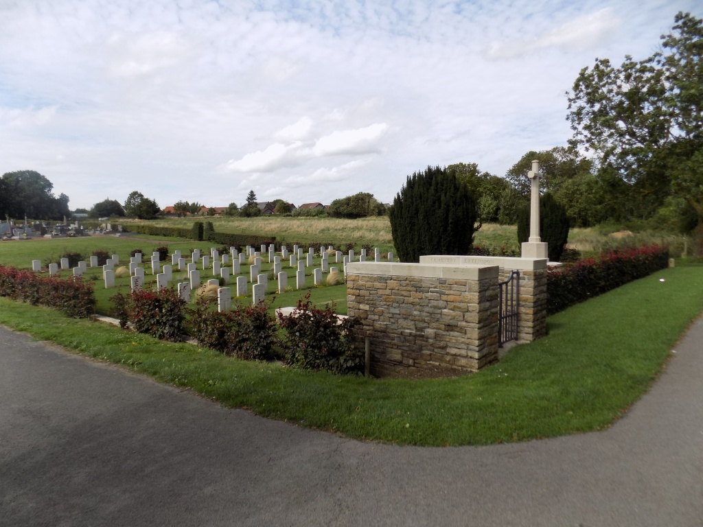 HEUDICOURT COMMUNAL CEMETERY EXTENSION - CWGC