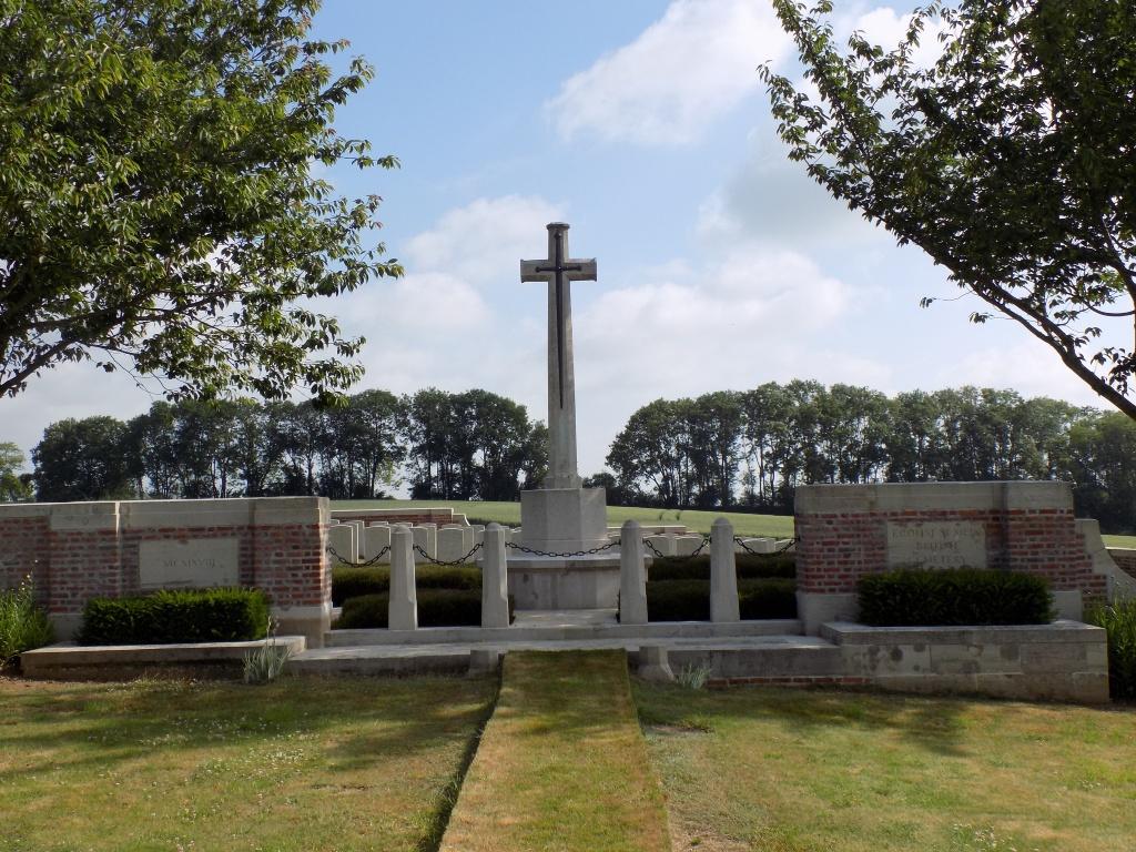 ECOUST-ST. MEIN BRITISH CEMETERY - CWGC