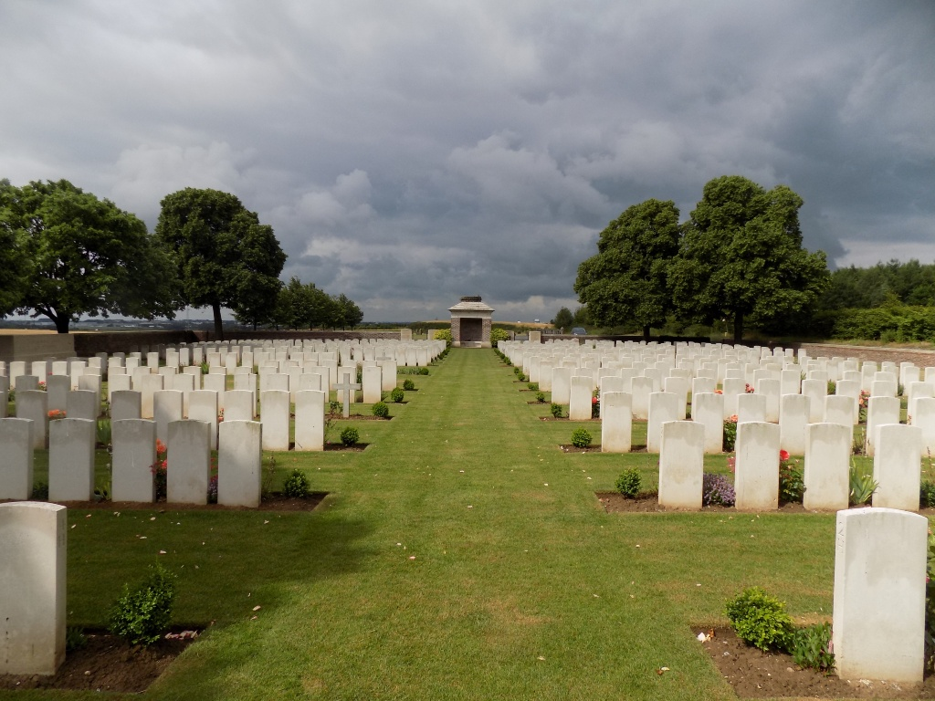 POINT-DU-JOUR MILITARY CEMETERY, ATHIES - CWGC
