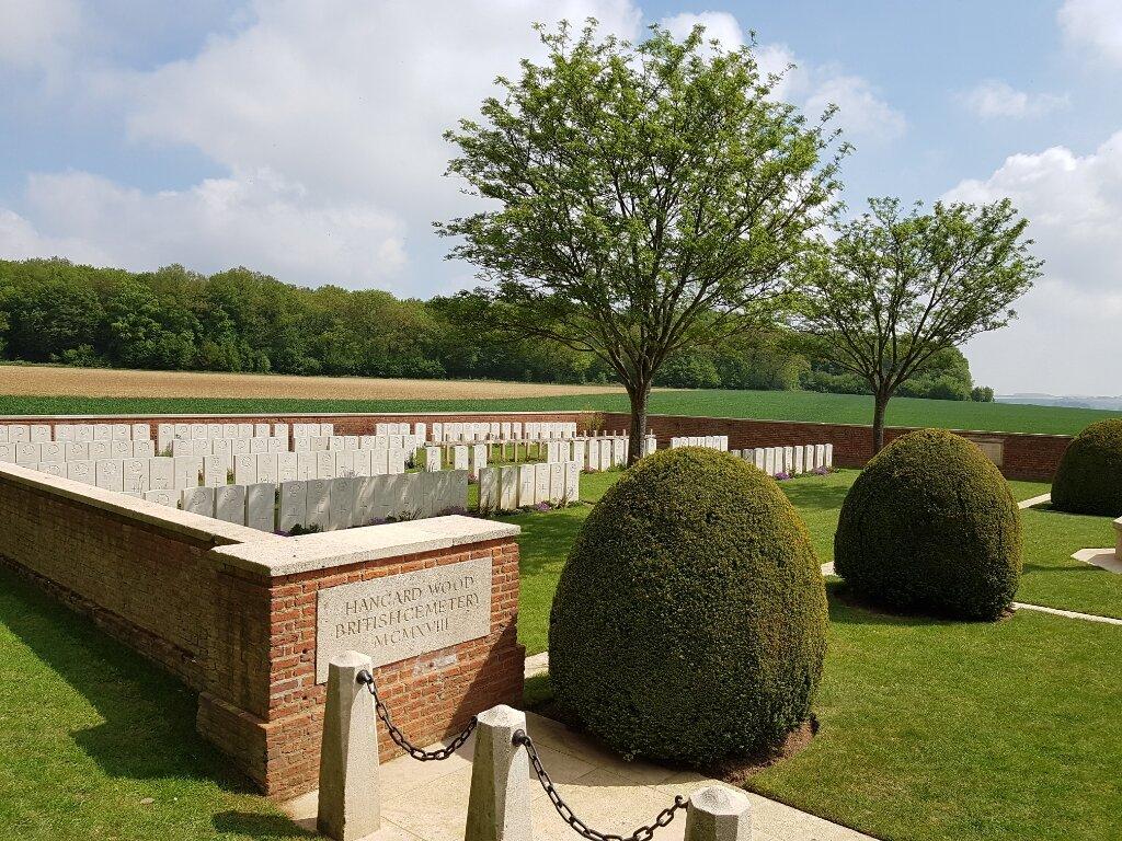 HANGARD WOOD BRITISH CEMETERY - CWGC