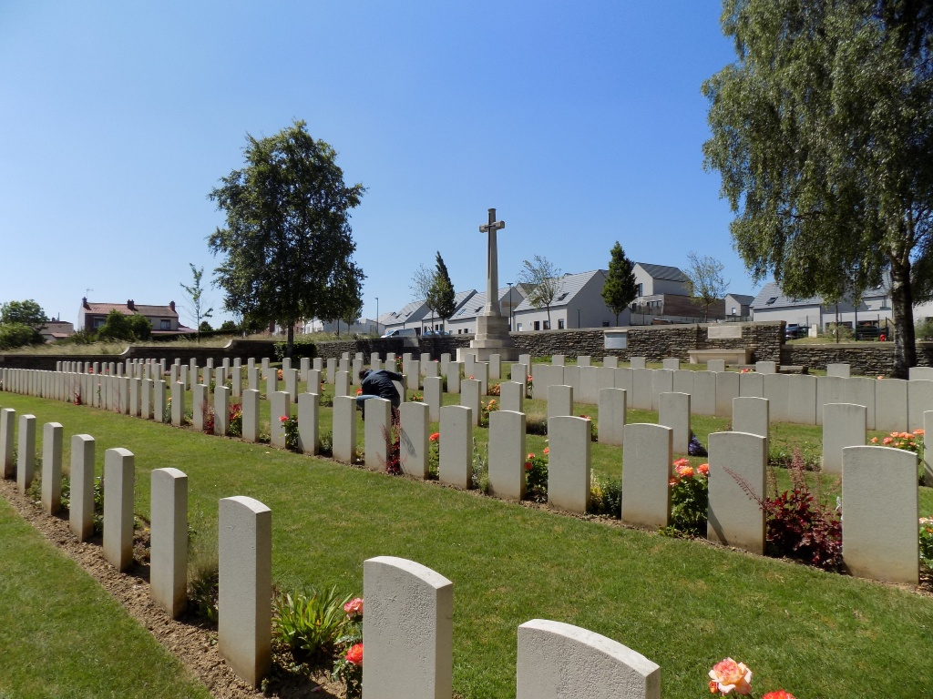 MINDEL TRENCH BRITISH CEMETERY, ST. LAURENT-BLANGY - CWGC