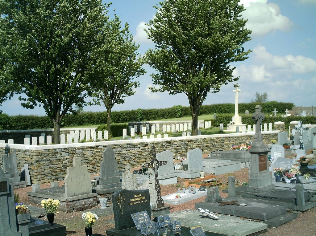 POIX-DU-NORD COMMUNAL CEMETERY EXTENSION - CWGC