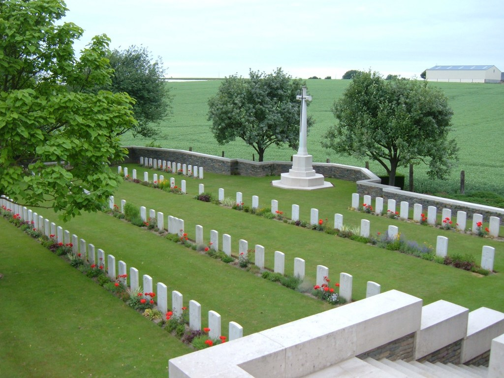 LOUVERVAL MILITARY CEMETERY, DOIGNIES - CWGC