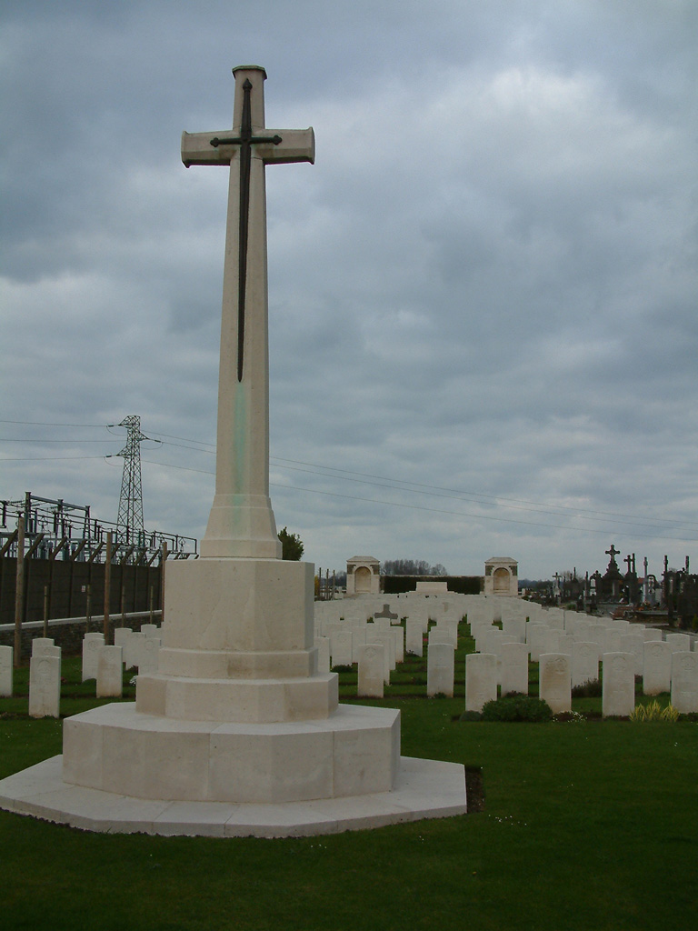 ESTAIRES COMMUNAL CEMETERY AND EXTENSION - CWGC