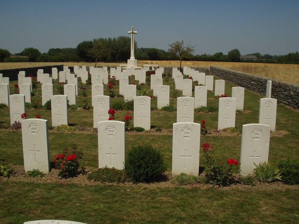 BERTENACRE MILITARY CEMETERY, FLETRE - CWGC
