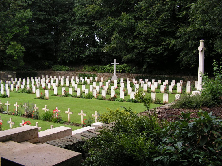 MONT NOIR MILITARY CEMETERY, ST. JANS-CAPPEL - CWGC