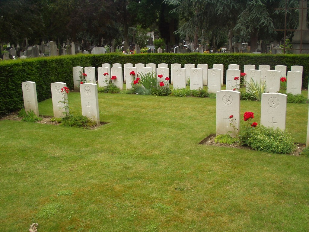 LILLE SOUTHERN CEMETERY - CWGC