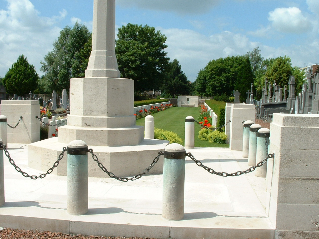 ST. ANDRE COMMUNAL CEMETERY - CWGC