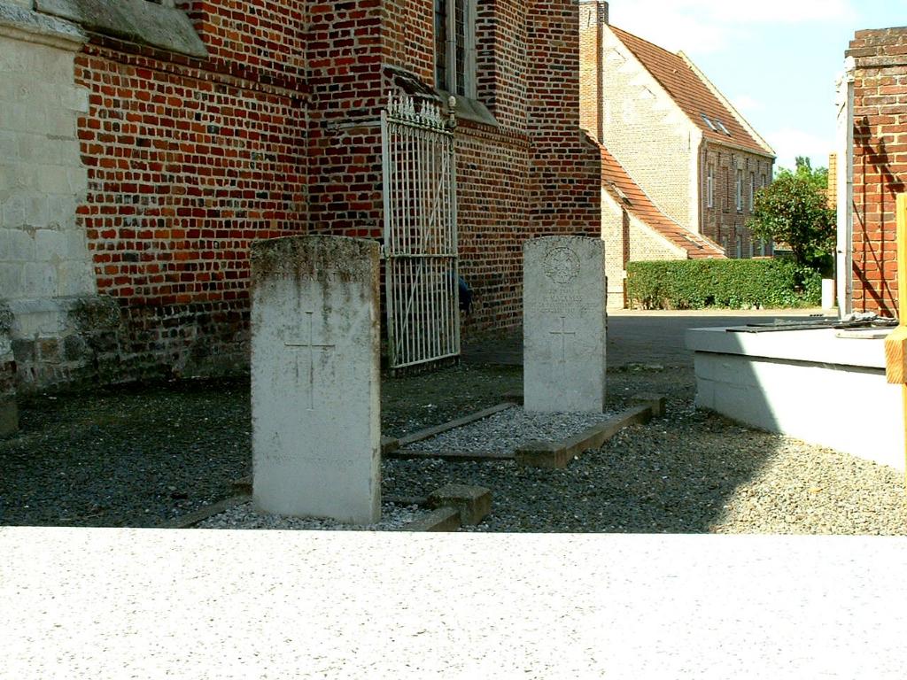 BLARINGHEM CHURCHYARD - CWGC
