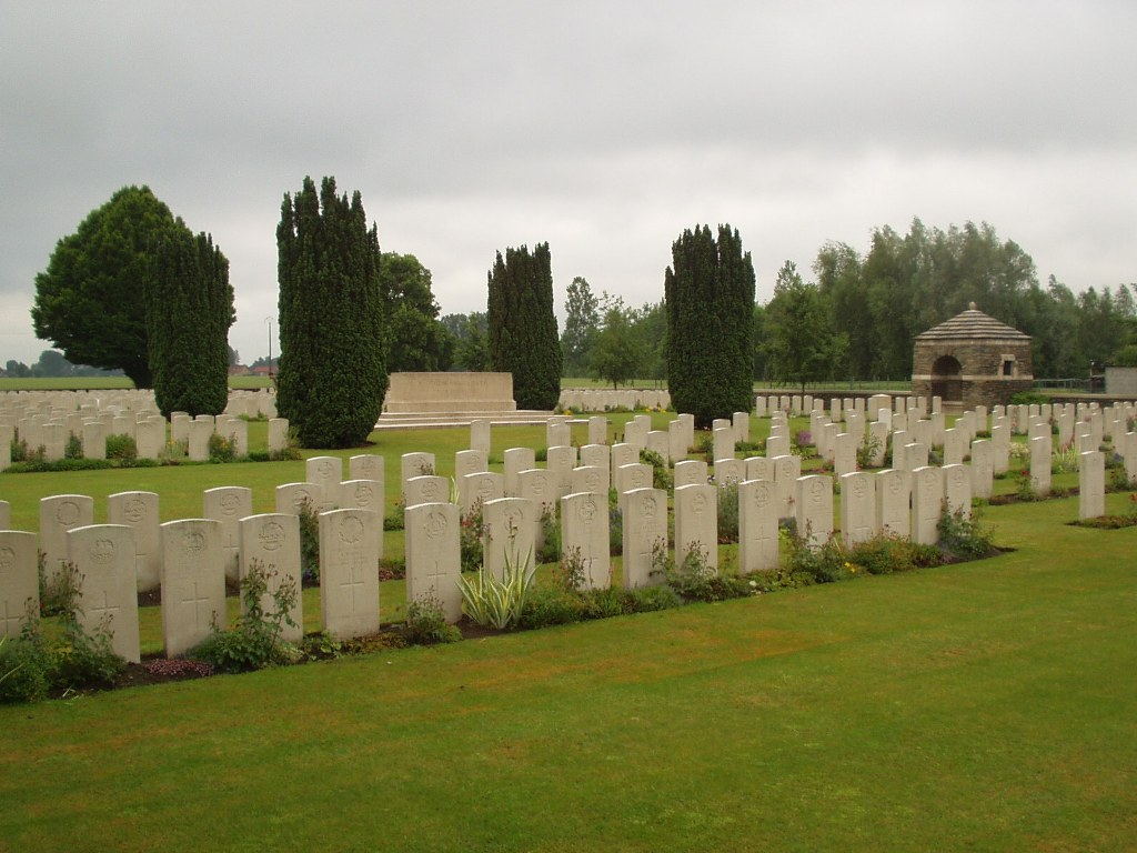 VIEILLE-CHAPELLE NEW MILITARY CEMETERY, LACOUTURE - CWGC