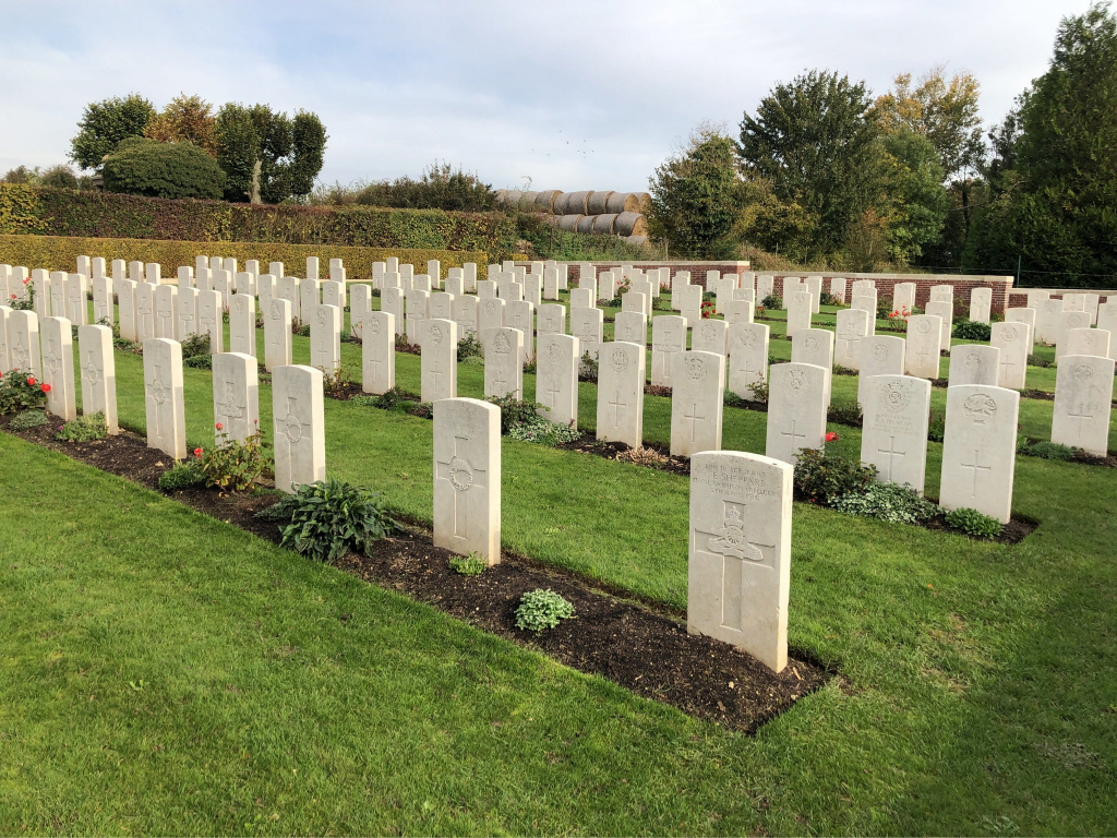HEDAUVILLE COMMUNAL CEMETERY EXTENSION - CWGC