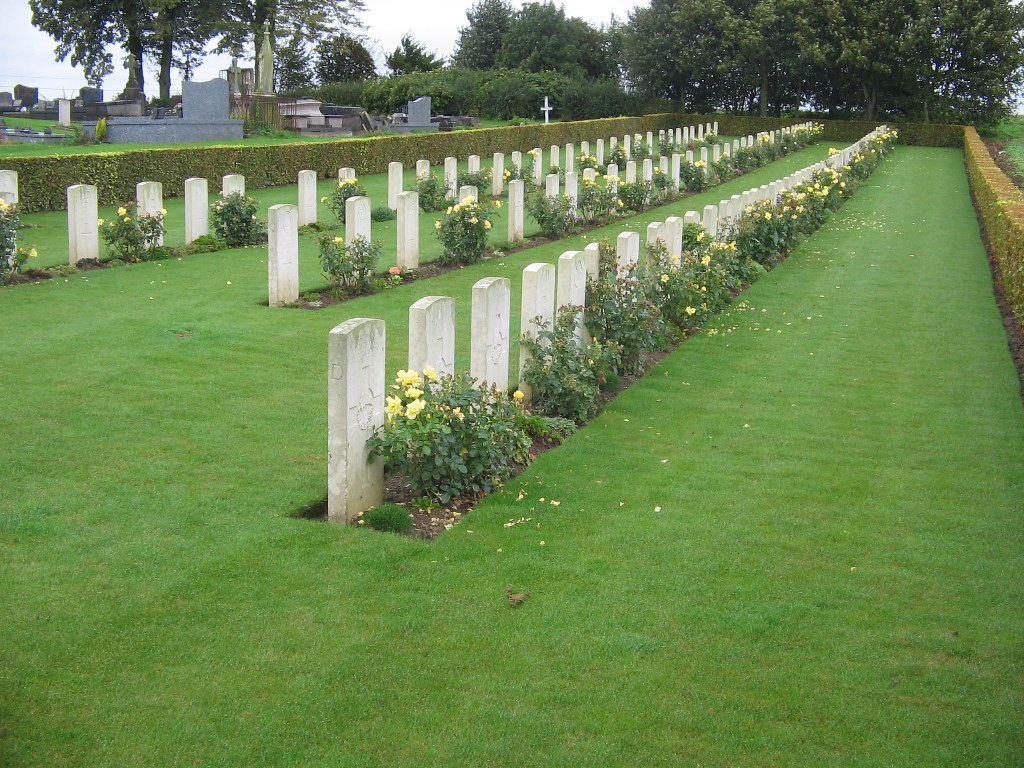 MAILLY-MAILLET COMMUNAL CEMETERY EXTENSION - CWGC