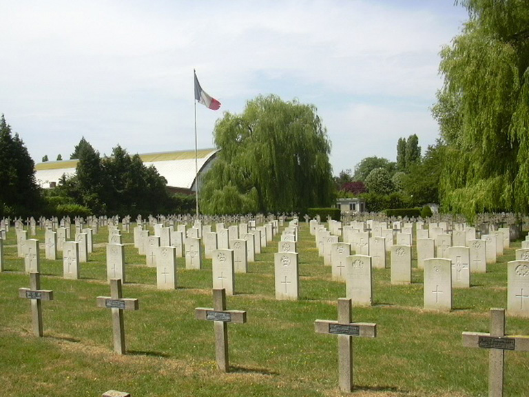 SENLIS FRENCH NATIONAL CEMETERY - CWGC