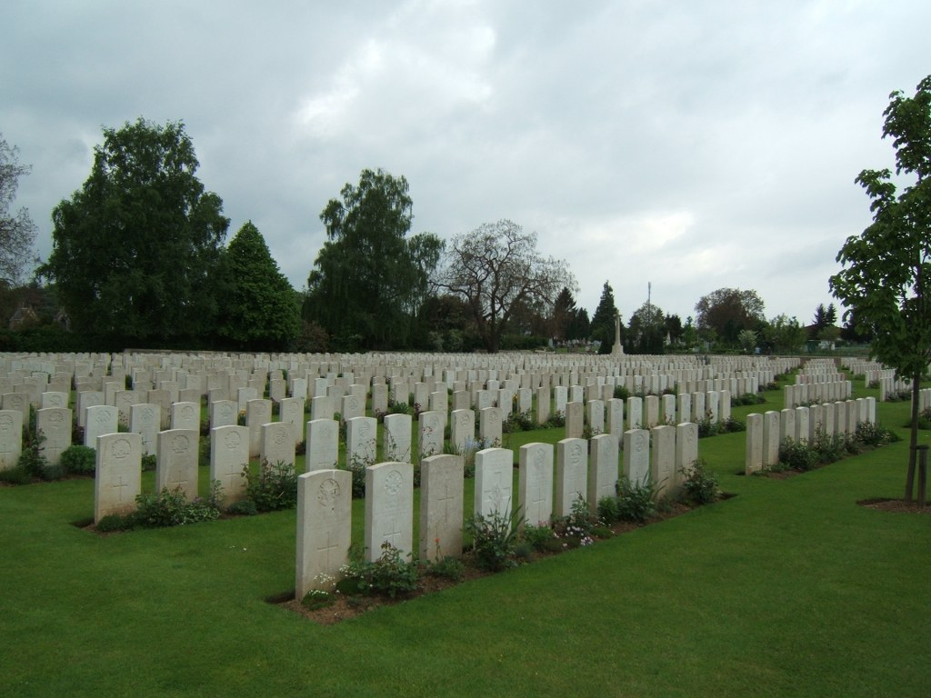 PERONNE COMMUNAL CEMETERY EXTENSION - CWGC