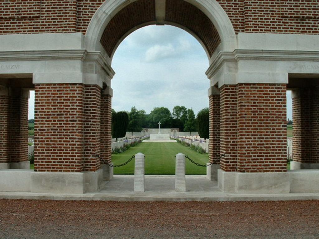 GREVILLERS BRITISH CEMETERY - CWGC