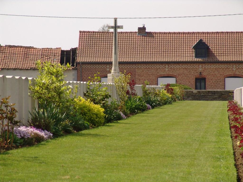RUE-DAVID MILITARY CEMETERY, FLEURBAIX - CWGC