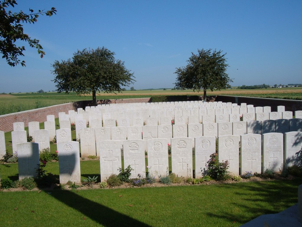 LOWRIE CEMETERY, HAVRINCOURT - CWGC