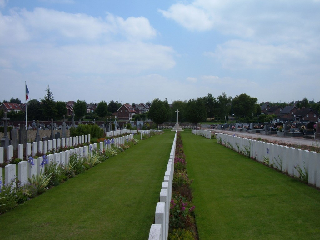 FOSSE NO.10 COMMUNAL CEMETERY EXTENSION, SAINS-EN-GOHELLE - CWGC