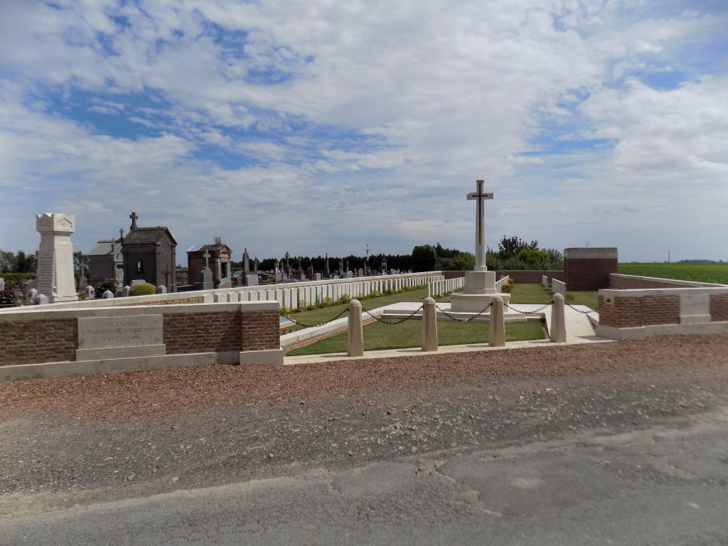 MEZIERES COMMUNAL CEMETERY EXTENSION - CWGC
