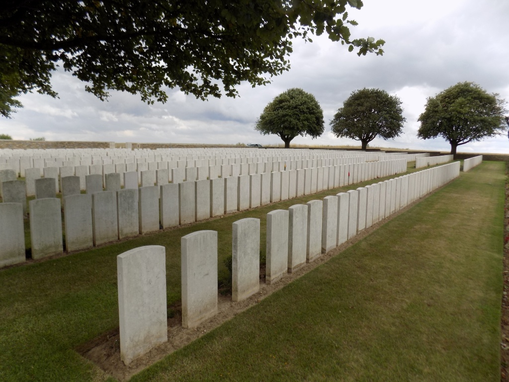GROVE TOWN CEMETERY, MEAULTE - CWGC
